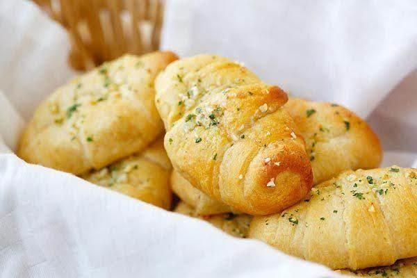 FREE Garlic Roll from Villa Pizza